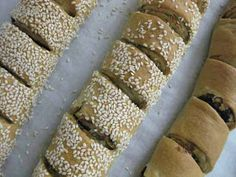 Oti katsi..: Ελιόπιτα ρολό....... Bread Bun, Bread Cake, Greek Recipes, Asian Recipes, Cypriot Food, Olive Bread, Greek Cooking, Savoury Baking, Food Platters