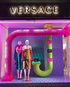 Best Indoor Garden Ideas for 2020 - Modern Window Display Retail, Window Displays, Retail Store Design, Retail Stores, Store Displays, Retail Displays, Visual Merchandising Displays, Boutique Interior, Store Windows