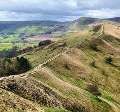 Un superbe chemin de randonnée du Peak District National Park #omgb  #lovegreatbritain by chris_voyage #travel