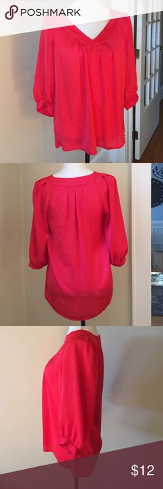 Banana Republic Red Blouse Festive Banana Republic red blouse • Size S • 3/4 length sleeves • Tiny flaw, at the bottom. Very difficult to see • Good condition ✅ Bundle Discount Available ✅Offers considered 🚫Trade Thank You 💖 Banana Republic Tops Blouses