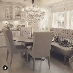 Traditional Interior Design Ideas For A Beautiful Home Living Room Decor, Living Spaces, Dining Decor, Dining Chairs, Dining Room Design, Home Interior, Interior Designing, Kitchen Interior, Interior Ideas