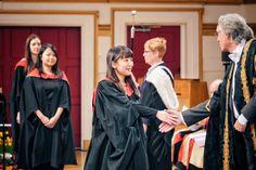 La princesse Mako du Japon diplômée en Angleterre.  La princesse Mako du Japon a reçu, jeudi 21 janvier 2016, son diplôme de l'Université de Leicester.
