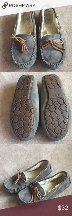 Gray Dakota Ugg Slippers In good condition, a couple of water stains, no holes UGG Shoes Moccasins