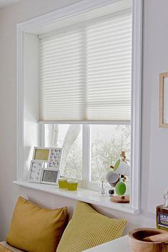 White home decor ideas. Contemporary white colour inspiration for the home. Modern Blinds, Modern Curtains, Diy Curtains, Curtains With Blinds, Valance, Living Room Blinds, House Blinds, Blinds For Windows, Bali Blinds