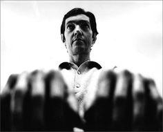 LAS FOTOS MÁS CONMOVEDORAS Y HERMOSAS DE JULIO CORTÁZAR - EL CLUB DE LOS LIBROS PERDIDOS Book Sculpture, What A Wonderful World, Wonders Of The World, Che Guevara, People, Ph, Club, Instagram, Amor