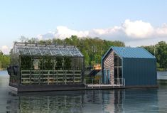 Projects to try The Eco-Barge is a floating greenhouse designed to grow organic food for urban areas Greenhouse Growing, Small Greenhouse, Greenhouse Ideas, Floating Garden, Urban Farmer, Modern Tiny House, Grow Organic, Salt And Water, Aquaponics