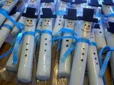 Snowmen made out of cheese sticks. Great healthy snack option for a school party!