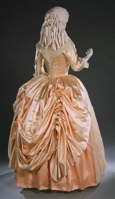 Robe à l'anglaise (Polonaised): ca. 1780's, American, silk satin. Philadelphia Museum of Art.