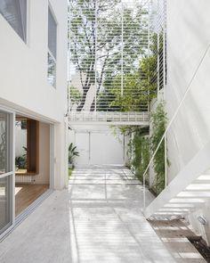 Galería de Casa Cinco Patios / Ana Rascovsky Arqs. / Arch / Topic Exterior Space / Patio House / Exterior Double Height / characteristic Dry Garden / Sclae 1:100 /