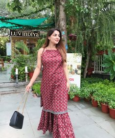 Simple Kurti Designs, Kurta Designs Women, Stylish Dress Designs, Stylish Dresses, Nice Dresses, Beautiful Dresses, Dress Indian Style, Indian Dresses, Indian Wedding Outfits