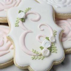 ideas for cupcakes decoration vintage decorated cookies Fancy Cookies, Iced Cookies, Cupcake Cookies, Sugar Cookies, Vintage Cookies, Flower Cookies, Baptism Cookies, Birthday Cookies, Birthday Cupcakes