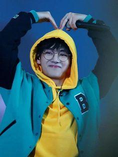 My little bunny 👯 Daegu, Foto Bts, Bts Photo, K Pop, Bts Pictures, Photos, Korean Boy, Korean Drama, V Taehyung