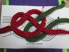 Celtic Knot Crochet: Celtic Knot Belt Tips and Photos ༺✿ƬⱤღ  https://www.pinterest.com/teretegui/✿༻