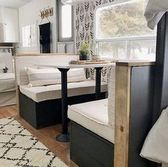 Tour this budget-friendly farmhouse camper! Tour this budget-friendly farmhouse camper! Kombi Home, Camper Renovation, Popup Camper Remodel, Rv Interior Remodel, Travel Trailer Remodel, Travel Trailer Decor, Bunkhouse Travel Trailer, Travel Trailers, Camper Makeover