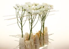Inspiration by Flower Factor. Beautiful design with #chrysanthemum #Prosecco. (photo: Flower Factor)