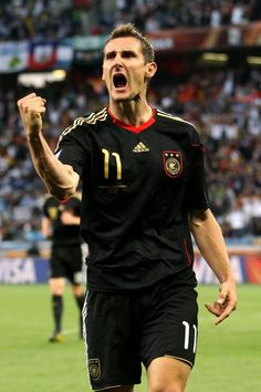 Miroslav Klose = favorite soccer player of all time . Germany <3