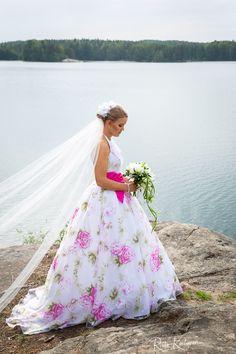 #valokuvaaja #hääkuvaaja #hääkuvaajaturku #häät2018 #häät2019 #destinationphogography #ristokuitunen #weddingphotography #igkuvaajat #beloved #love #portrait #belovedstories #potrettikuvaus #ammattikuvaaja #potrettikuvaaja #summerwedding #happymoment #bride #groom #morsian Wedding Dresses, Fashion, Bride Dresses, Moda, Bridal Gowns, Fashion Styles, Weeding Dresses, Wedding Dressses, Bridal Dresses