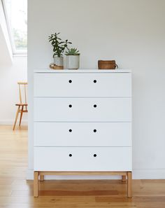 White lacquered oak Chest of Drawers by Beynon.co