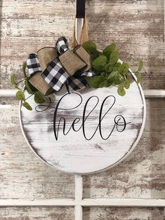 Wooden Door Signs, Wooden Door Hangers, Wooden Doors, Decor Crafts, Wood Crafts, Home Decor, Wooden Christmas Decorations, Wood Wreath, Wood Circles