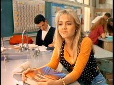 Beverly Hills 90210 * Kelly Taylor played by Jennie Garth Beverly High School, High School Teen, Jennie Garth, Brooke Shields Young, 90210 Fashion, Love The 90s, Shannen Doherty, Beverly Hills 90210, Baywatch