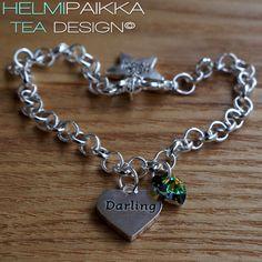 Amulettirannekoru Darling sydänamuletilla ja vihreä lasimaalaus Swarovskin kristallilla <3 Tilaa omaksi täältä: http://www.helmipaikka.fi/tuotteet.html?id=20641/3301