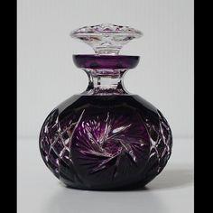 Caesar Crystal - Pinwheel Flacon - Violet Z Perfumes Vintage, Antique Perfume Bottles, Vintage Perfume Bottles, Bottles And Jars, Glass Bottles, Glass Vase, Glas Art, Crystal Glassware, Beautiful Perfume