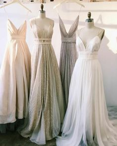 Bridesmaid dresses V-neck, low cut dresses subtly show some skin, while remaining classy. These gowns are perfect for ladies who want to look like goddesses, and they're actually quite comfortable because of the free flowing below the bodice. Low Cut Dresses, Grad Dresses, Evening Dresses, Formal Dresses, Classy Bridesmaid Dresses, Classy Gowns, Long Dresses, Bridesmaids, Pretty Dresses