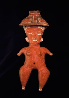 7/ P MOYEN - Female Figure, The Art Institute of Chicago. 500/400 BC. 60cm. Type D3 des statuettes anthropomorphes de Tlatilco. Présence d'engobe rouge hautement polie, Trou de cuisson au niveau de la bouche ou du nombril. Corpus caractérisé par forte stylisation des volumes corporels (comme les PL, bras embryonnaires et jambes en violons) Traitement de la tête peu réaliste, caractères sexuels peu accentués. Attention portée à la variété des coiffures (ici chapeau conique). Motifs incisés.