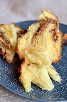 cozonac care se desface in pale pale caiere fasii Eclair, Bread Recipes, Cake Recipes, Loaf Cake, Carne, French Toast, Deserts, Good Food, Goodies