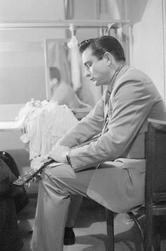 Johnny Cash tuning guitar, by Marvin Koner Country Music Bands, Country Music Stars, Country Music Singers, June And Johnny Cash, June Carter Cash, Classic Country Artists, Johnny Cash Quotes, John Cash, Johnny Cash Museum