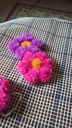 Pom pom rug wool, the start! Hmm maybe white, black,and grey, maybe some burgundy so it's not so girly Hobbies And Crafts, Yarn Crafts, Crafts To Make, Crafts For Kids, Diy Crafts, Diy Pom Pom Rug, Pom Pom Crafts, Pom Poms, Pom Pom Flowers
