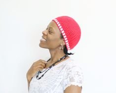 The colour red reminds me of many things, Christmas being one of them. This v-stitch crochet hat is a simple design that is gender-neutral and easy to make. This gender-neutral crochet hat is part of the Christmas in July make-along with Marie from UndergroundCrafter. I am so glad to work with her again, she is … Neutral Hats, V Stitch Crochet, Colour Red, Christmas In July, Gender Neutral, Simple Designs, Free Pattern, Crochet Hats, Easy