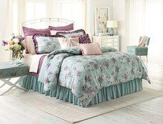 just got this Lauren Conrad comforter for my apartment next year!!<3
