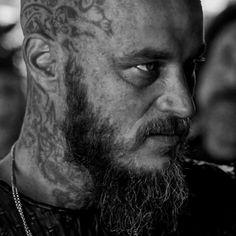 travis fimmel as ragnar Vikings Tv Show, Vikings Season 4, Vikings 2, Vikings Tv Series, Roi Ragnar, Ragnar Lothbrook, Ragnar Lothbrok Vikings, Vikings Travis Fimmel, Viking Pictures