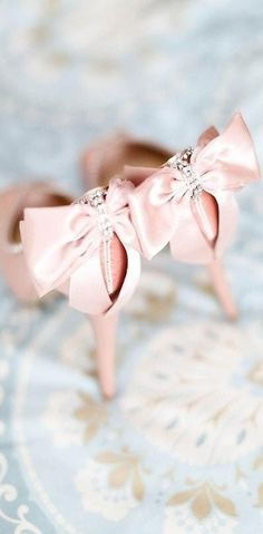 Pretty in pink! Waiting for Carrie Beadshaw Chaussure Escarpin, Escarpin  Rose, Soulier, bc841ffbf21