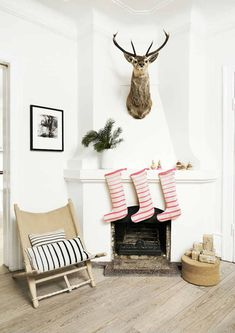 Nice 99 Brilliant Christmas Decoration Ideas for Small House. More at http://99homy.com/2017/11/07/99-brilliant-christmas-decoration-ideas-for-small-house/
