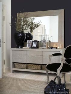Make Your Home Beam And Glow With Built-in Lighting Sideboard Dekor, Dining Room Sideboard, My Living Room, Living Room Interior, Open Plan Apartment, Black And White Interior, Interior Decorating, Interior Design, Home Decor Kitchen