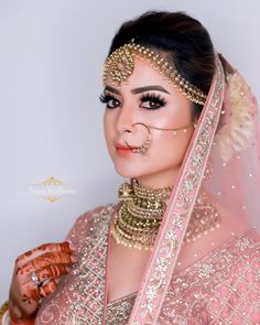 The look is just ruling the internet these days. Indian Wedding Makeup, Indian Wedding Bride, Indian Bridal Outfits, Indian Bridal Fashion, Wedding Makeup Artist, Wedding Couples, Indian Makeup, Indian Weddings, Romantic Weddings