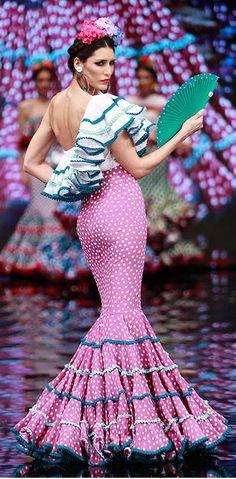 Sara de Benítez, Smof 2017 Spanish Dress, Spanish Dancer, Flamenco Costume, Flamenco Dancers, Sexy Dresses, Fashion Dresses, Formal Dresses, Women's Fashion, Dot Dress