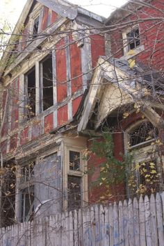 yet another abandoned home in Detroit