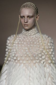 Alexander McQueen Fall 2014 RTW - Details - Fashion Week - Runway, Fashion Shows and Collections - Vogue