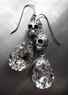 Diy Hippie Earrings, Diy Earrings Easy, Skull Earrings, Skull Jewelry, Gothic Jewelry, Cute Jewelry, Beaded Earrings, Beaded Jewelry, Unique Jewelry