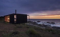 felipe-assadi-arquitectos-casa-remota-remote-house-pichicuy-chile-designboom-02