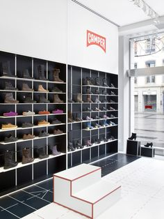The design for a new store concept for a camper shoe shop in lyon, is grounded on basic walking movements. movements forward, upward and downward are shaped Beautiful Interior Design, Shop Interior Design, Retail Design, Design Shop, Design Design, Shoe Store Design, Shoe Shop, Shoe Stores, Visual Merchandising