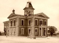 Cochise County Courthouse in Tombstone, Arizona, before it was restored. It remained vacant from 1931 through when it was redeveloped as a museum. Arizona Attractions, Tombstone Arizona, Ranch Vacations, County Seat, Water Tower, Best Sites, Abandoned Buildings, Old West, Ghost Towns
