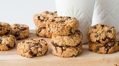 Jordan Rondel, The Caker: Peanut Butter Sultana & Oat Cookie Recipe Oat Cookie Recipe, Biscuit Recipe, Cookie Recipes, Oat Chocolate Chip Cookies, Oat Cookies, Sultana Recipe, Yummy Snacks, Delicious Desserts, Cookies