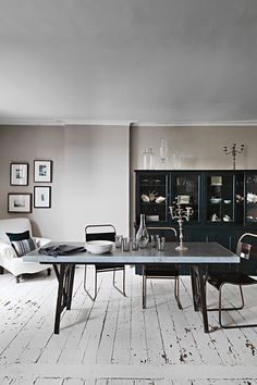 A few shades of gray in this grey dining room with worn white floors. Modern Georgian, Georgian Homes, Georgian Mansion, Georgian Era, Style At Home, Dining Room Design, Dining Area, Dining Table, Console Tables