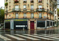 Rue des Couronnes, Paris 20e. Novembre 2015. À lire sur Fisheye Magazine, l'article « Génération floréale ».