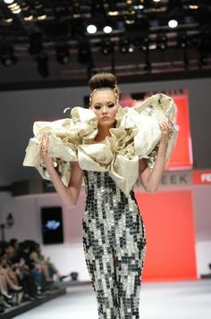 Guo Pei inspires in us a greater appreciation for traditional handicrafts with this stunning dress.
