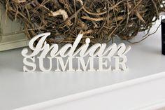 Der Hochsommer naht schon und damit auch der berühmte Indian Summer.    Holt euch den tollen Schriftzug für eure Deko.